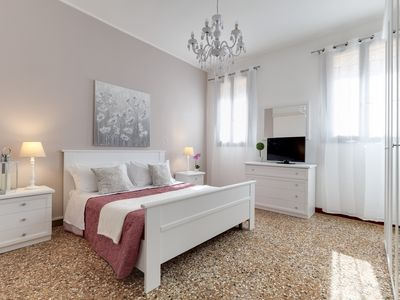 Photo for Luxury Apartment ideal for large families and groups - Accademia area