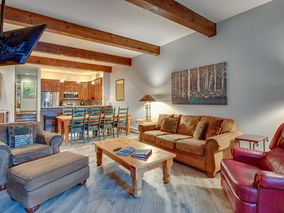 Photo for Ground level mountain condo with a shared pool, hot tubs, tennis & ski shuttle!