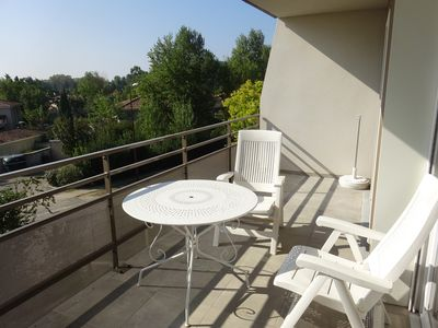Photo for Flat T2 45m ² + 11m ² terrace in residence with swimming pool in 15 'of Avignon