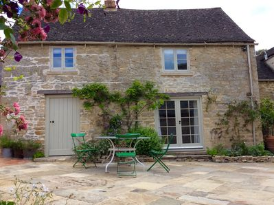 Prime August Sale A Cosy Cotswold Cottage Near Blenheim Palace Oxford Soho Farm Witney Download Free Architecture Designs Scobabritishbridgeorg
