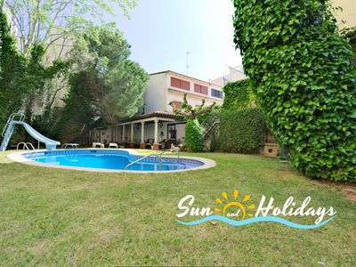 Photo for Villa with 7 rooms for 12-13 people in 1 line of the beach