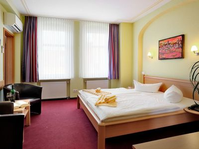 "Photo for Rooms - Hotel-Pension ""Am Schwanenteich"""
