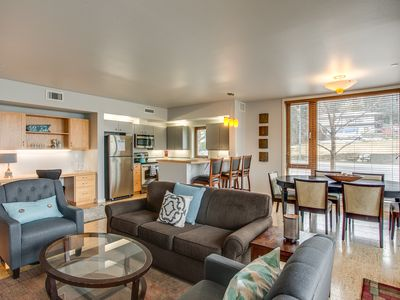 Photo for Lakeside Sunshine, 2 bed, 2 bath Condo Near Lakeside Park and Downtown Chelan
