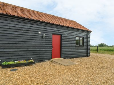Photo for SNOWY OWL BARN, luxury holiday cottage in Shipdham, Ref 913976