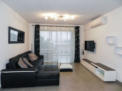Photo for Beautiful apartment for 6 guests with TV and parking