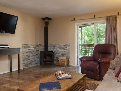 Delightful, Pet-Friendly Condo, with WiFi and easy walk to Ski Lifts