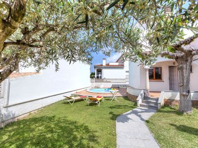 Photo for This 3-bedroom villa for up to 6 guests is located in L'Escala and has a private swimming pool, air-