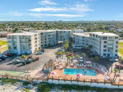 Photo for Inviting studio w/ 2 shared pools, grill area & beach access!