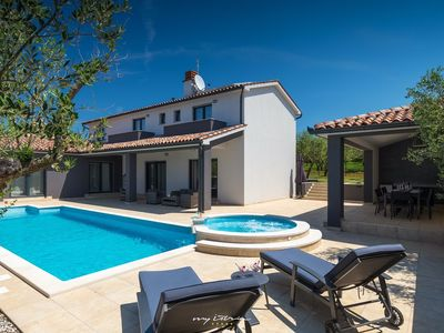 Photo for Amazing luxury villa with pool in Pula