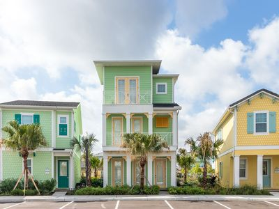 Photo for Welcoming Margaritaville Cottage! Poolside Tiki Bar on-site! Shuttle service to Disney!
