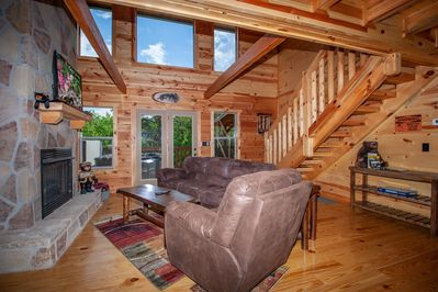 New and Beautiful Log Cabin!