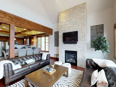 Photo for Comfy townhome w/private hot tub & great location - near slopes
