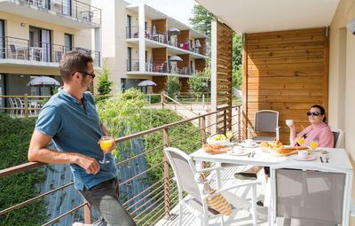 Take in the sun and have coffee on the furnished balcony.