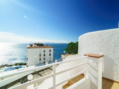 Photo for Apartment near the lighthouse of Roses, beautiful sea views and swimming pool.