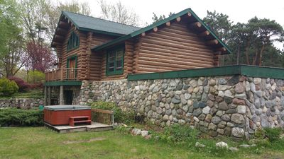 Water front lodge on the water on 4 acres near 3 beaches bring your boat!