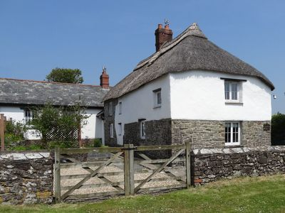 Photo for WOOLLEY COTTAGE, pet friendly, with a garden in Woolley, Ref 976340