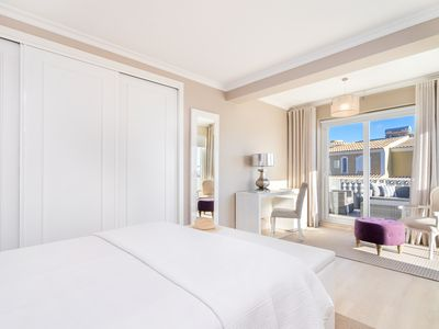 Photo for Luxury boutique Villa walking distance to marina and beaches in Vilamoura
