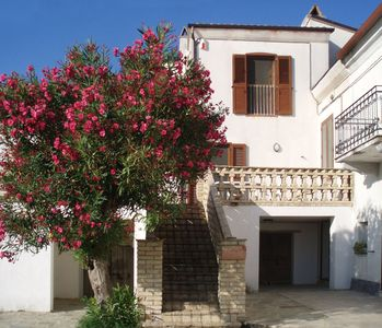 Photo for Farmhouse apartment in Contrada Lazzaretto, Ortona, Abruzzo, Italy