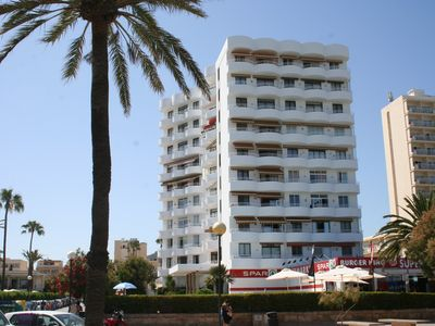 Photo for Newly renovated, ultra modern apartment right on the beach, fantastic sea views!