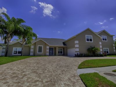 Photo for Spacious modern 8 bed home, theatre room, summer kitchen 3 miles from Disney