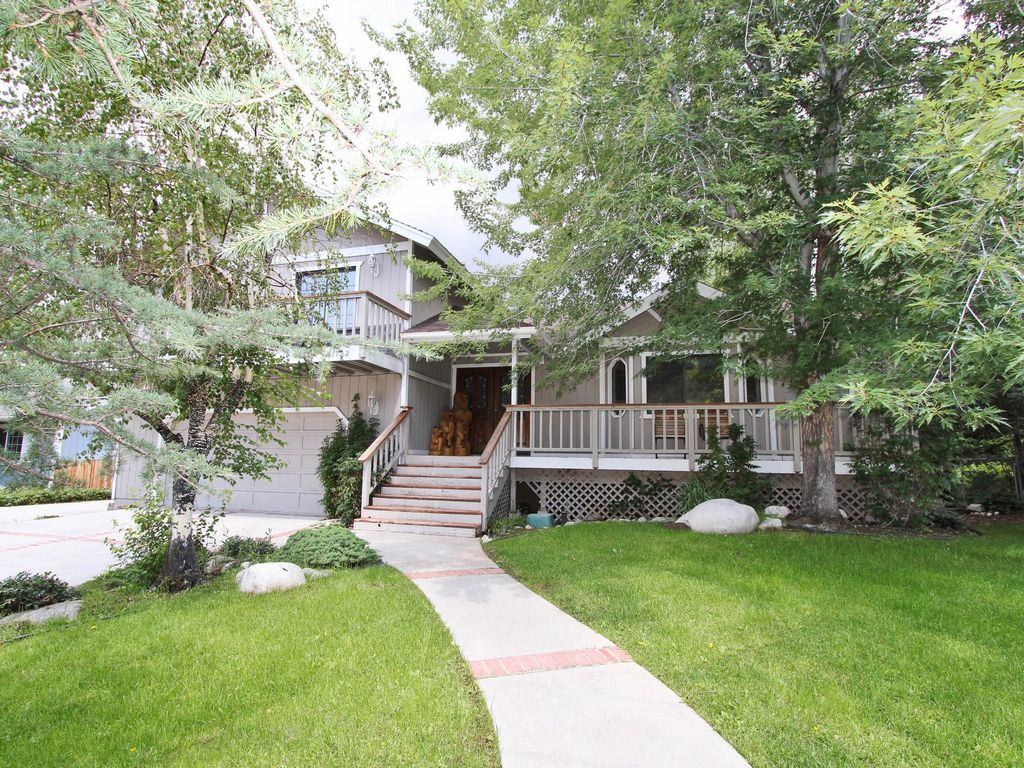 Big Bear Secret: Walk To The Lake! Pool Table! Indoor Hot Tub! 6 Bedrooms!  Backyard!