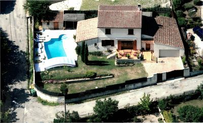 Photo for House with garden and pool in the Luberon