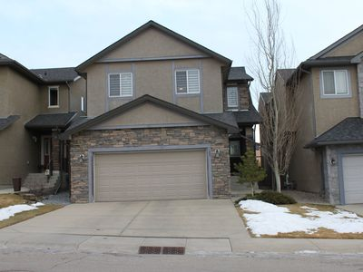 Photo for Cozy 4BR 3.5Bath, central A/C House in Aspen Woods: 15min to DT/Zoo/Stampede, 1hr to Banff