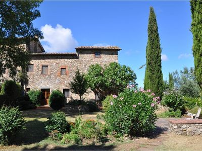 Photo for Beautiful Tuscan farmhouse with stunning views of Chianti countryside