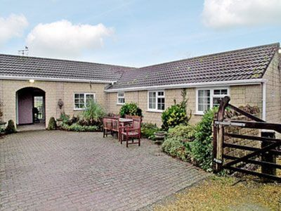Photo for 2 bedroom property in Shepton Mallet. Pet friendly.