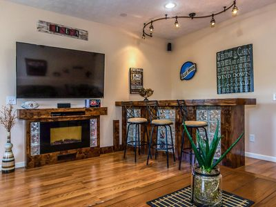 Photo for Pristine property with luxurious amenities ready for game day. Close to stadium!