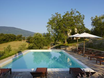 Photo for Beautifully restored Tuscan farmhouse - large pool & terrace, fantastic views