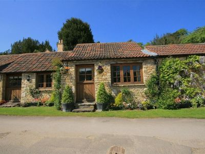 Photo for STABLE COTTAGE, pet friendly in Bath, Ref 988723
