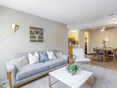 Photo for Modern Flat with Resort-Like Amenities