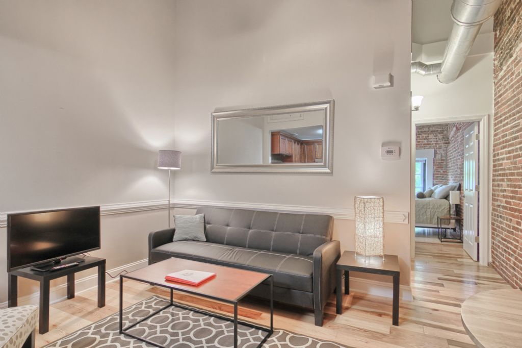 Chic 1 bedroom apartment in the center of downtown - 1 bedroom apartments everything included ...