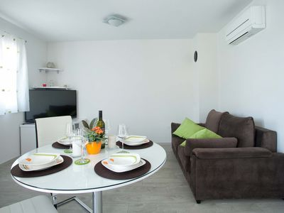 Photo for Beachfront apartment with sea view (Bepo A2)