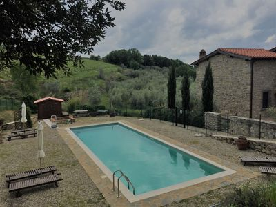 Photo for Beautiful private villa with WIFI, pool, TV, patio, panoramic view and parking, close to Siena