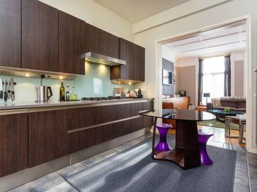 Beautifully modern property perfect for large groups in leafy Hampstead (Veeve)