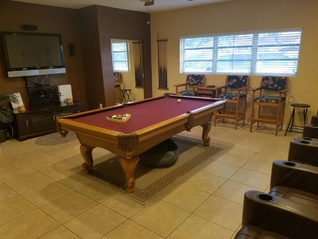 Adult Game Room (HDTV W/Surround Sound   8 Ft Pool Table W/