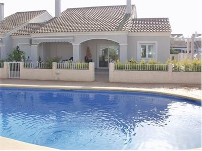 Photo for 6 pers bungalow, swimming pool, 400m from the beach, several private terraces
