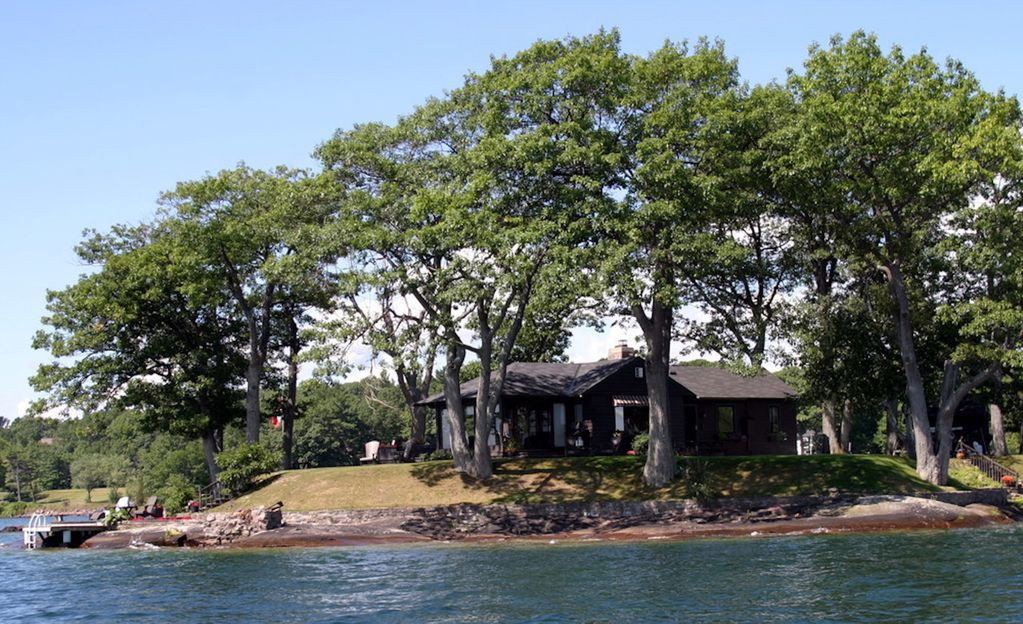 lake fire br rent vacation the and treasure on leeds waterfront for rental charming hidden from islands gananoque thousand pit cottage cottages