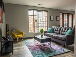 Prime Downtown 2br Apt in