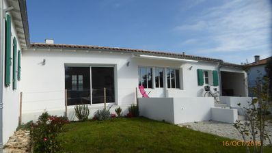 Photo for New house with garden with 6 people in La Couarde-sur-Mer