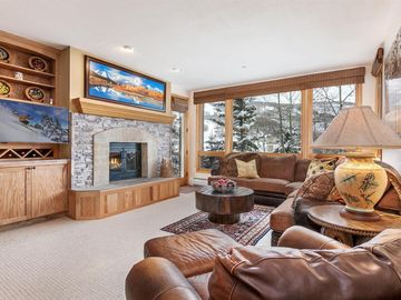 MINT Ski-in/Ski-out w/Mnt. Views, 3Bed 3Bath,with 2 Master on-suites, Highlands