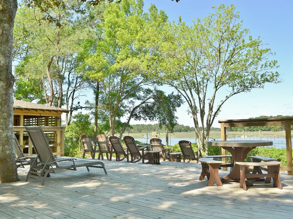 Beautiful river front family cottage w community pool for Family cottages