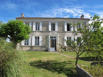 Photo for Charming charentaise house in the heart of the South Charente countryside.