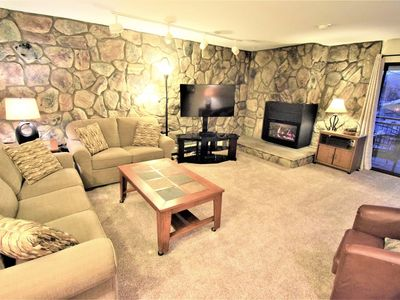 Photo for Mountain views, Gas fireplace, balcony w/ grill & seating, clubhouse w/ pool & hot tubs. Near Amphitheater & Restaurants