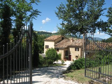 Stylish apartment in Italian Farmhouse, with pool. Stunning Valley position