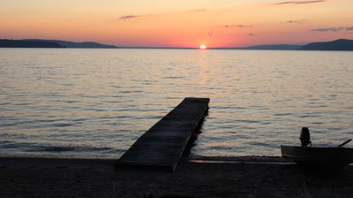 Beachfront-Beulah-10 mins to Sleeping Bear Dunes, Lk Michigan & Crystal Mountain