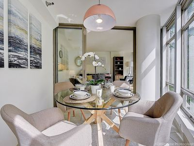 Photo for Modern Apartment in the heart of Downtown Vancouver, Coal Harbour