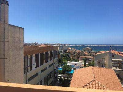 Photo for 2 bedroom top floor apartment close to Lido beach